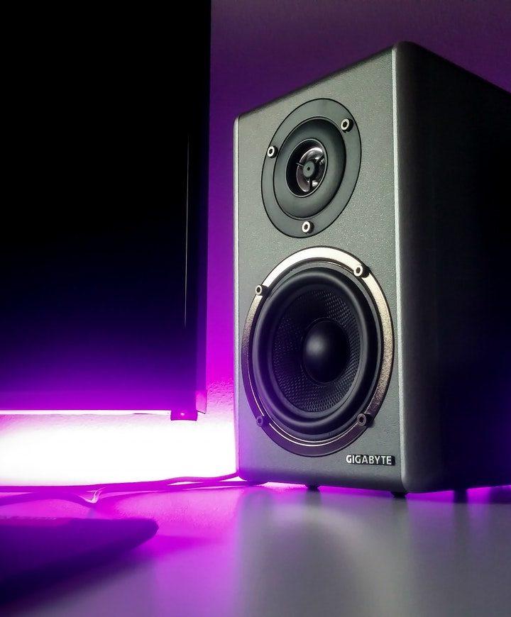 Jak wybrać podstawki głośnikowe?